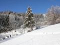 Zima w Alpach. Dolina Aosty pokryta śniegiem.