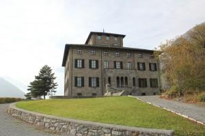 Zamek Gamba w Chatillon. Główne wejście.