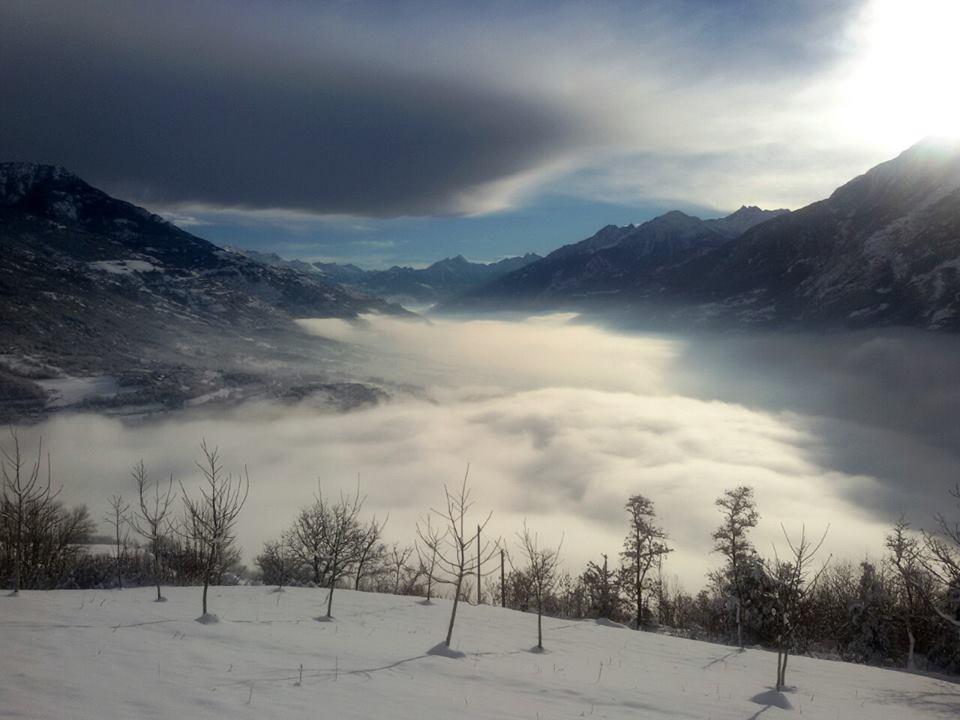 Morze chmur nad Valle d'Aosta, a wyżej wyłącznie słońce i piękne widoki.