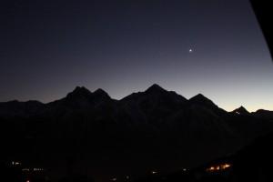 Bezchmurne niebo nad Obserwatorium astronomicznym w Saint-Barthelemy. Na niebie wyraźnie widać planetę Wenus.