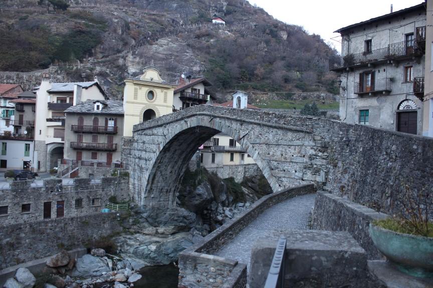 Most z epoki rzymskiej w Pont-Saint-Martin.