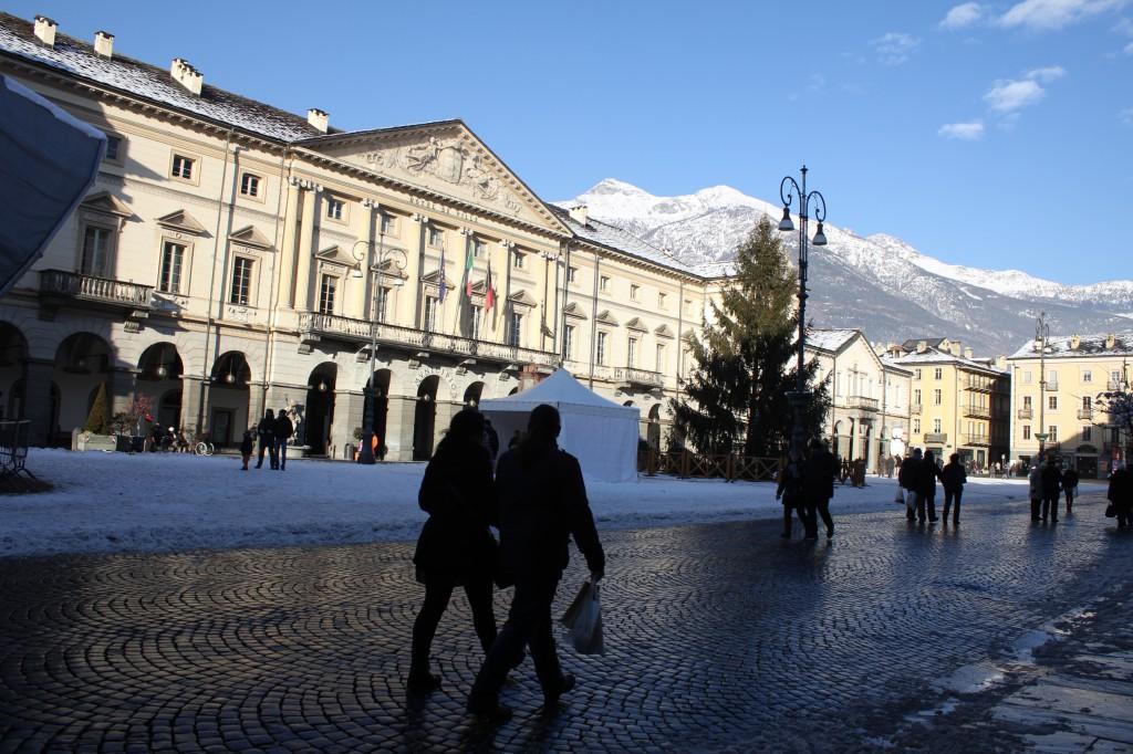 Piazza Chanoux w centrum miejscowości Aosta.