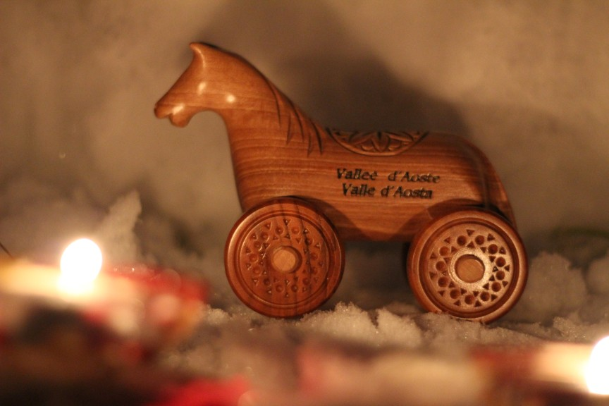 Tradycyjny koń na kółkach Tatà z Doliny Aosty