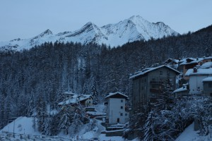 Zimowy krajobraz w Cogne. W tle Alpy.