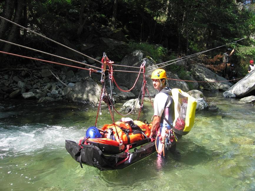 Akcja ratunkowa na rzece  Dora w Dolinie Aosty.