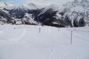 Snowpark w międzynarodowym ośrodku narciarskim La Thuile - La Rosière. Na zdjęciu snowpark