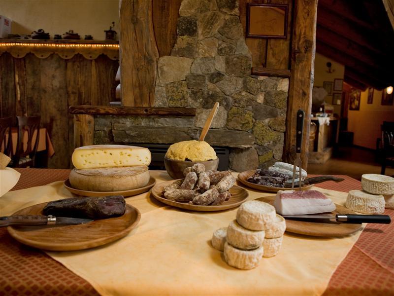 Lokalne produkty w gospodarstwie agroturystycznym Les Chariots w Dolinie Aosty.