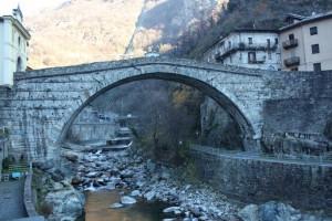 Most rzymski w Pont-Saint-Martin, zbudowany w 25 roku p.n.e. na rzece Lys