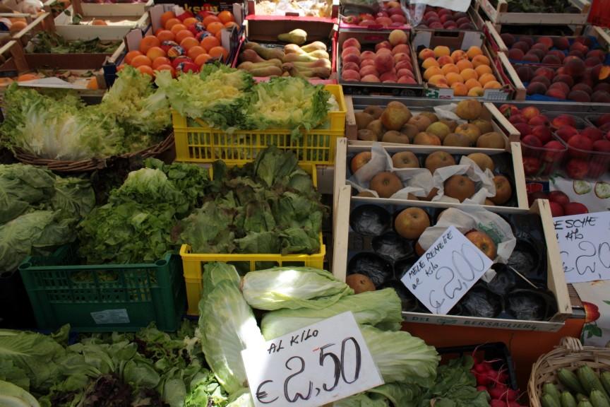 Owoce i warzywa na rynku w Aoście