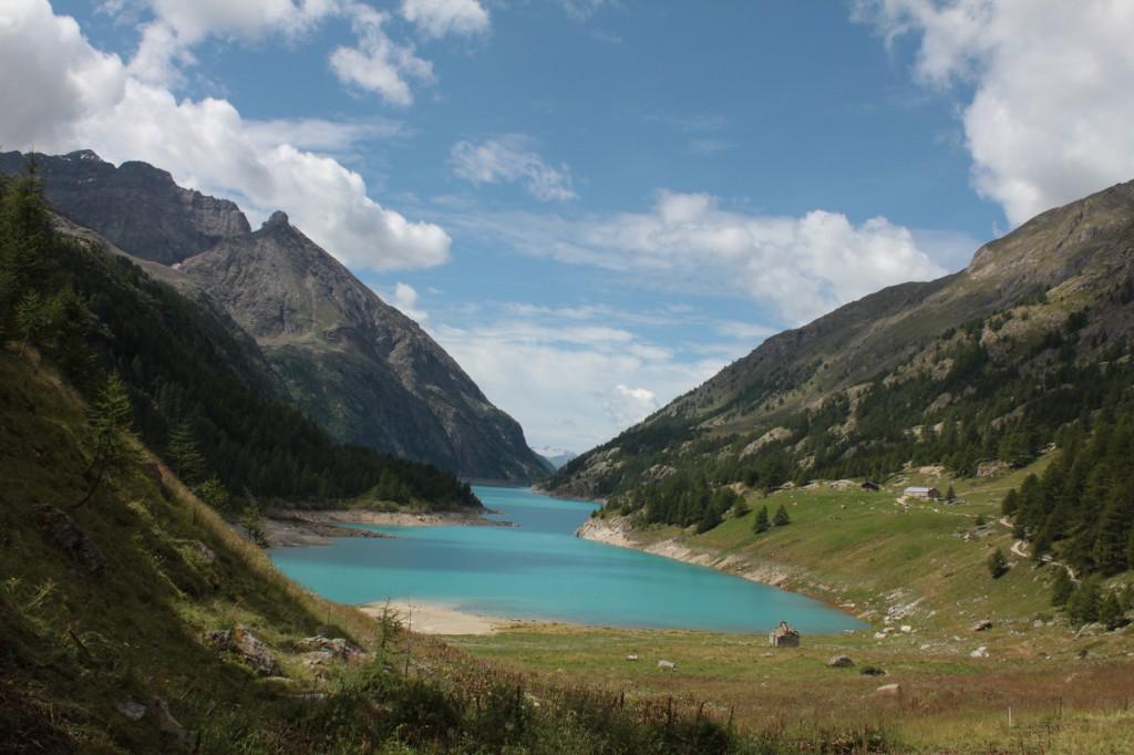 Sztuczne jezioro Prarayer w Bionaz