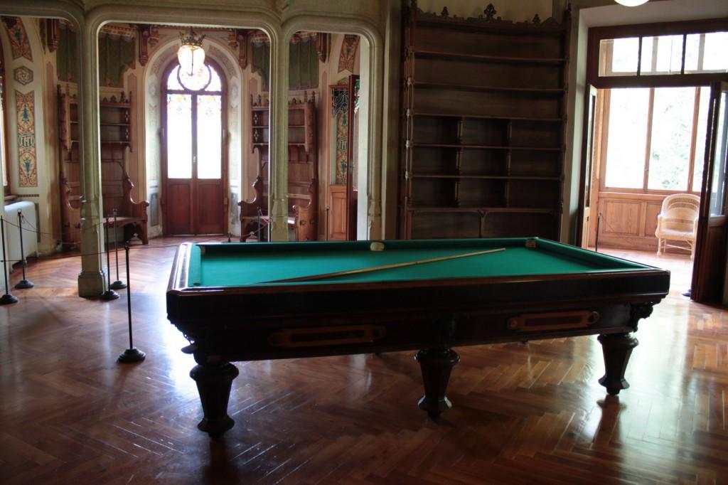 Na zdjęciu sala gier zamku Savoia, oryginalna z początku XX wieku.