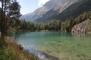 Alpejskie jezioro Lexert w gminie Bionaz