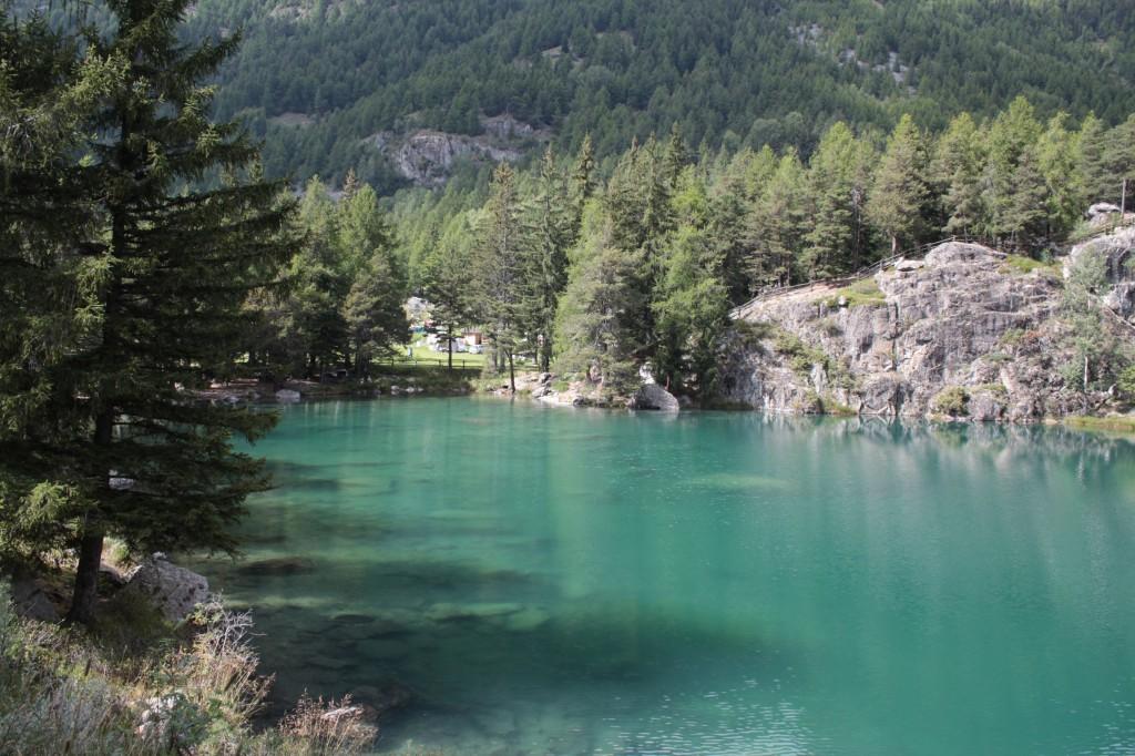 Jezioro Lexert, malowniczo położone wśród górskich szczytów.
