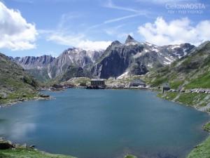 Jezioro na Przełęczy Gran San Bernardo