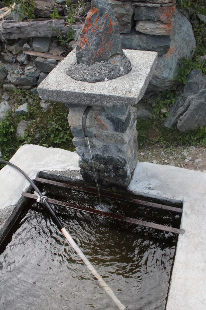 Fontanna w małej górskiej miejscowości Visey