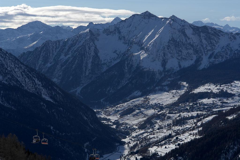 Widok z tras narciarskich ośrodka Monterosa SKI. Źródło TU