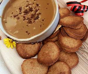 Crema di Cogne podana z typowymi ciasteczkami orzechowo - migdałowymi. Źródło zdjęcia TU