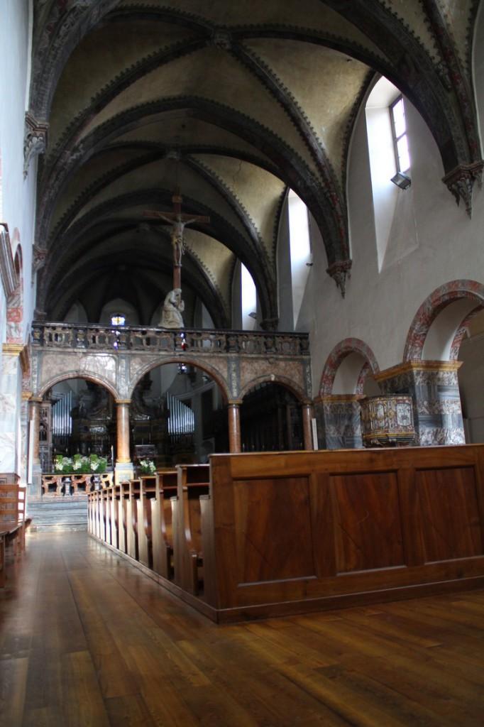 Wnętrze kościoła kolegialnego w Aoście
