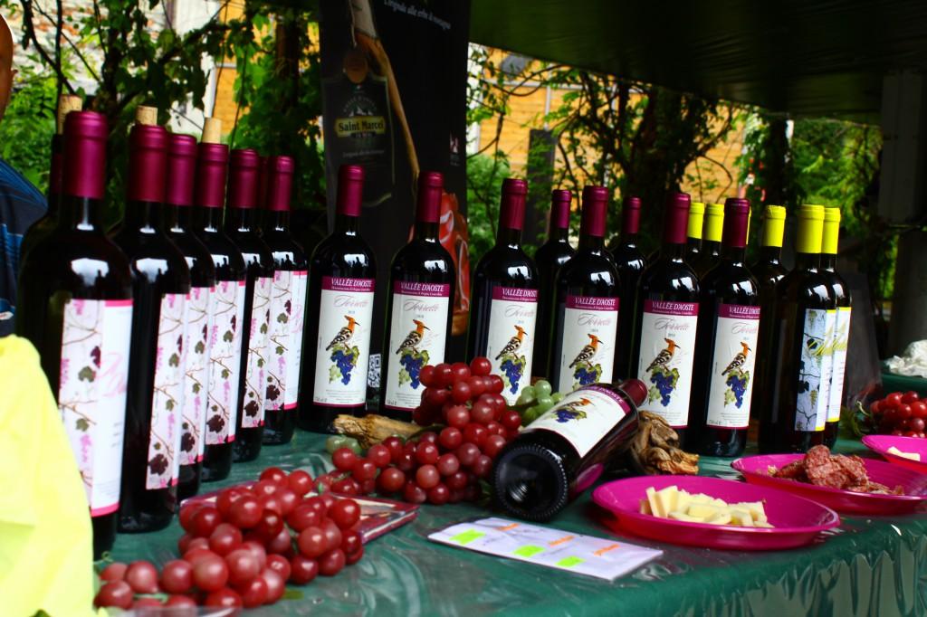 Wino z Doliny Aosty podczas imprezy enogastronomicznej Marche au Fort w miejscowości Bard