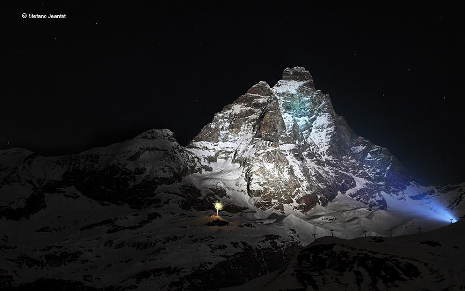 Matterhorn po włoskiej stronie w całej swej okazałości. Autor zdjęcia Stefano Jeantet