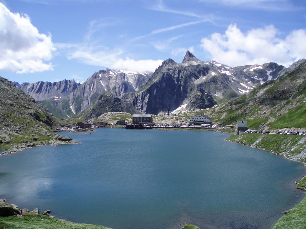 Wielka Przełęcz Świętego Bernarda na granicy ze Szwajcarią