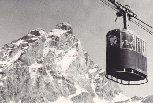 Dawna kolejska prowadząca z Cervino na lodowiec Plateau Rosa. Źródło TU