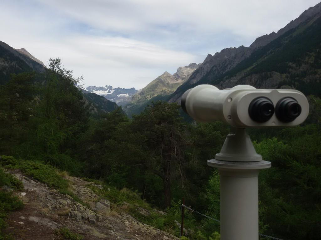 Taraz widokowy w Bionaz do podziwiania, z którego można podziwiać szczyt Cervino.
