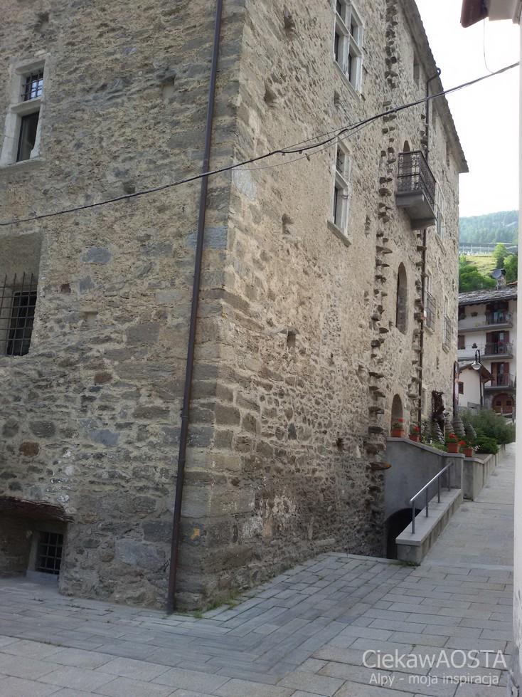 Zamek Saint-Rhemy-en-Bosses
