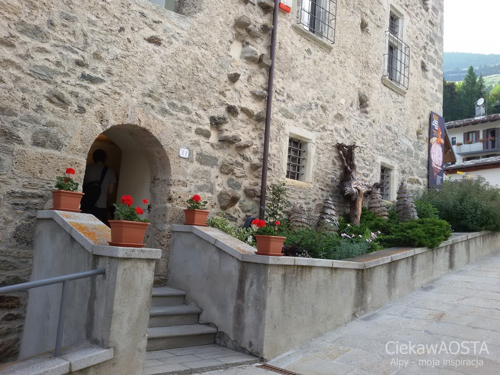 Wejście do zamku w Saint-Rhemy-en-Bosses