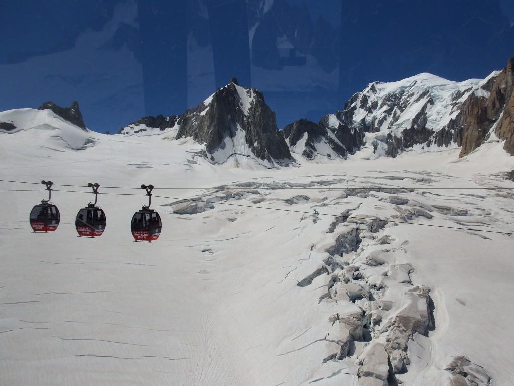 Kolejka z Punta Helbronner do Aiguille du Midi. Zdjęcie: Archiwum własne Adama.