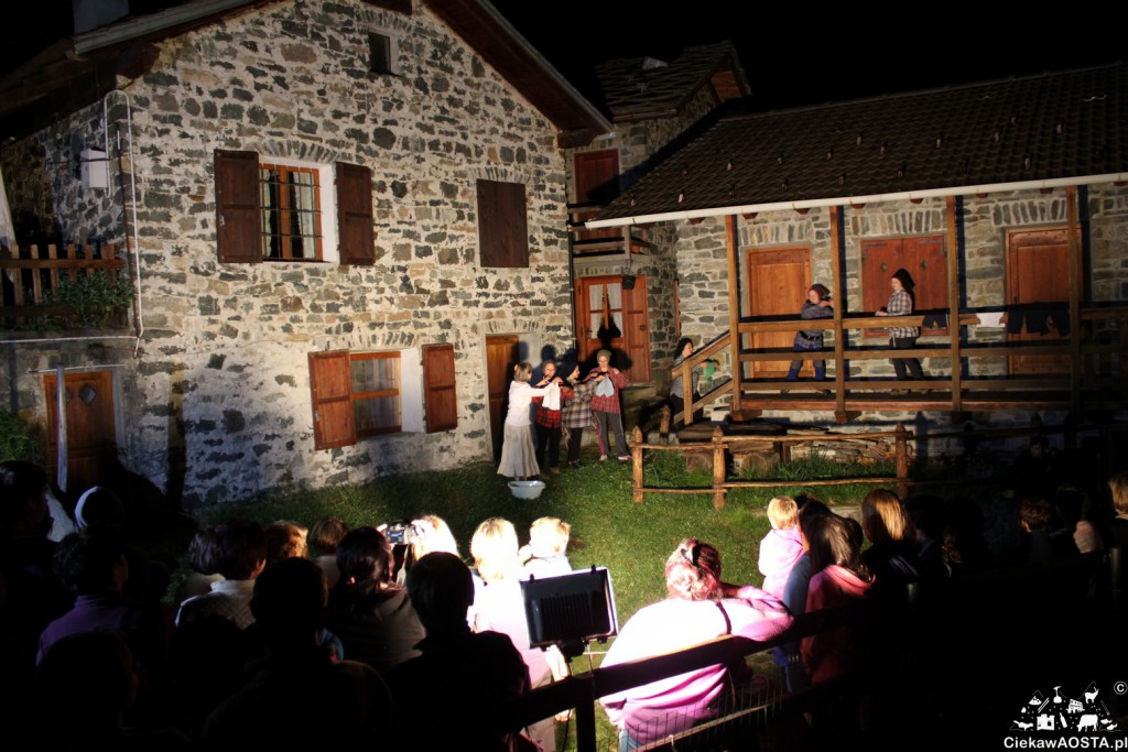 Przedstawienie teatralne po franko-prowansalsku. Pewna noc sierpniowa, gdzieś wysoko w Alpach i tylko żałowałam, że rozumiałam naprawdę szczątki dialogów.