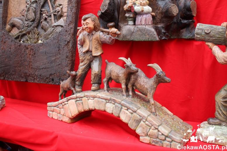 Targi Fiera di Sant'Orso. Dzieło jednego z lokalnych rzeźbiarzy.