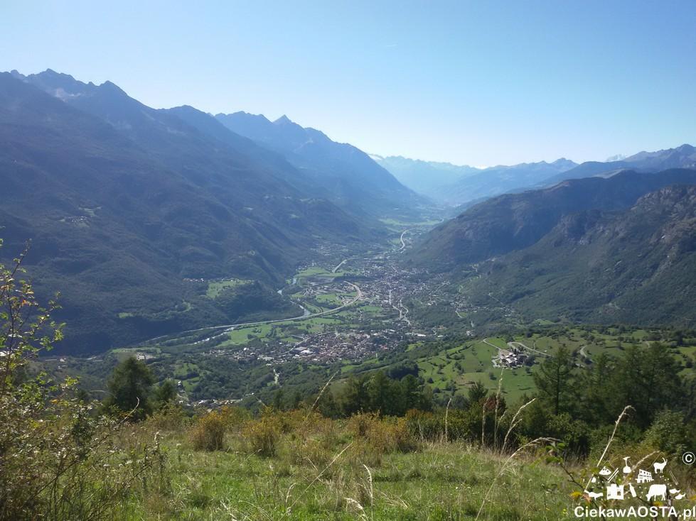 Widok na Valle d'Aosta z Col de Joux w Saint-Vincent.