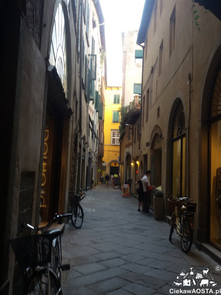 Uliczka miasteczka Lucca