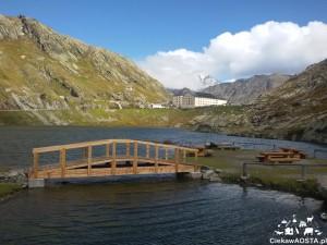 Jezioro na Wielkiej Przełęczy Świętego Bernarda
