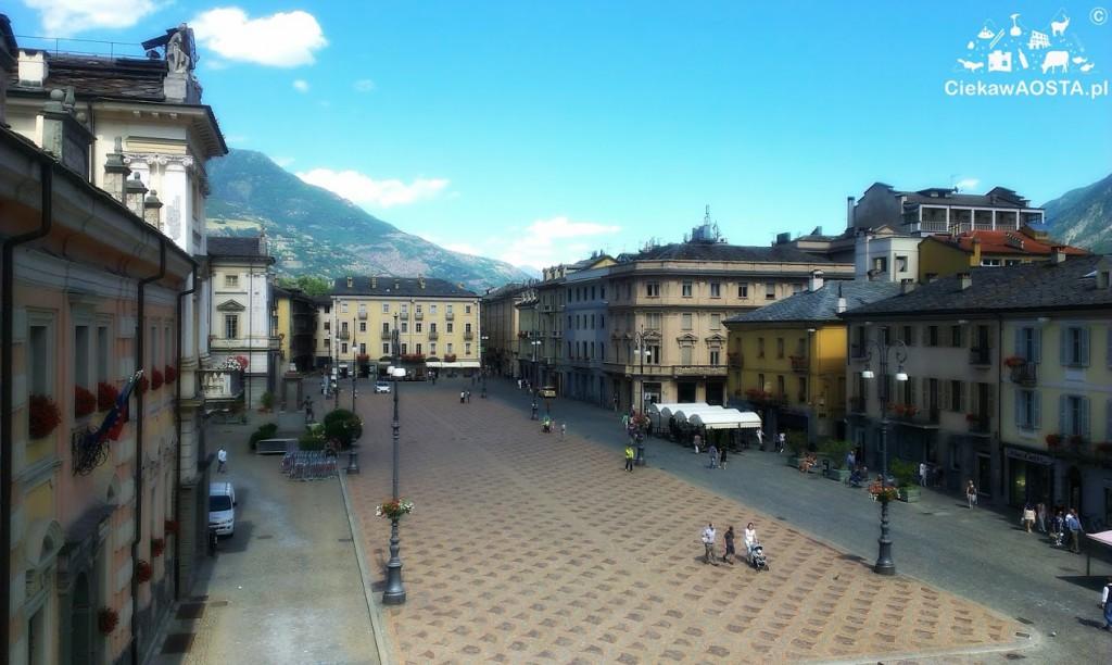 Główny plac w Aoście: Piazza Chanoux.