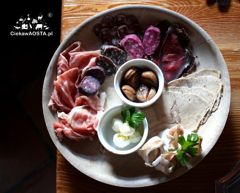 Talerz smakołyków z Valle d'Aosta w restauracji Lou Bequet.