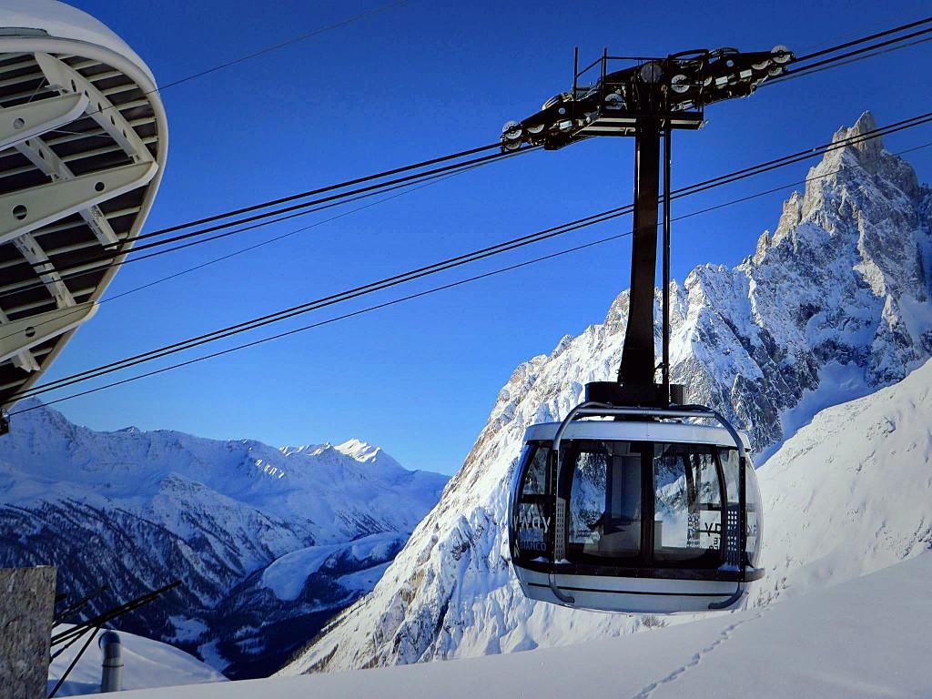 Nowa kolejka Skyway Monte Bianco. Jedna z największych atrakcji turystycznych w Valle d'Aosta.