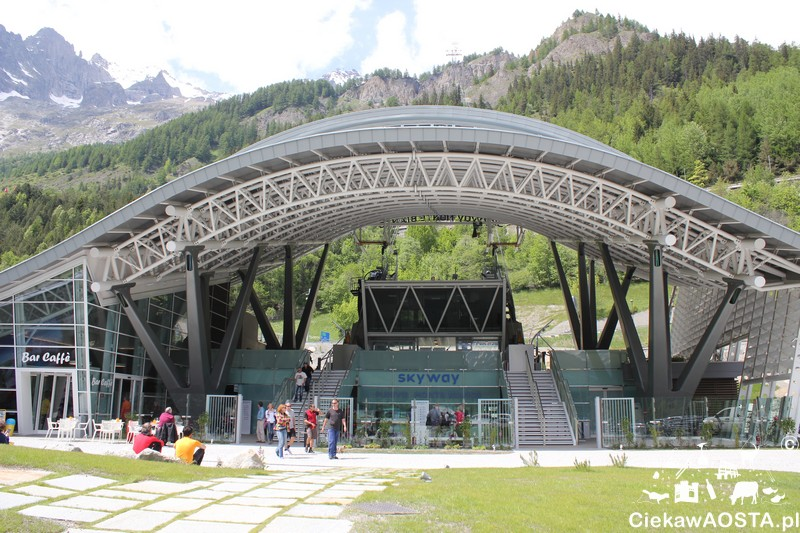 Ile kosztuje kolejka na Mont Blanc to jedno z częścej zadawanych mi pytań. Na zdjęciu stacja kolejki Skyway w Courmayeur.