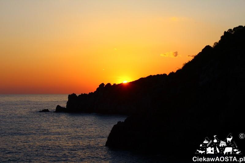 Zachód słońca widziany ze szlaku ku Arcomagno.