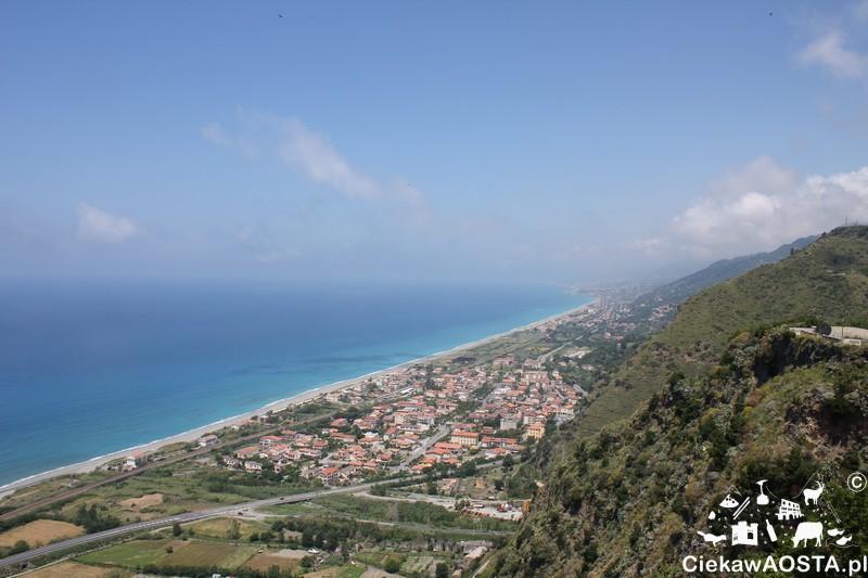 Widok na Morze Tyreńskie z Fiumefreddo Brusio.