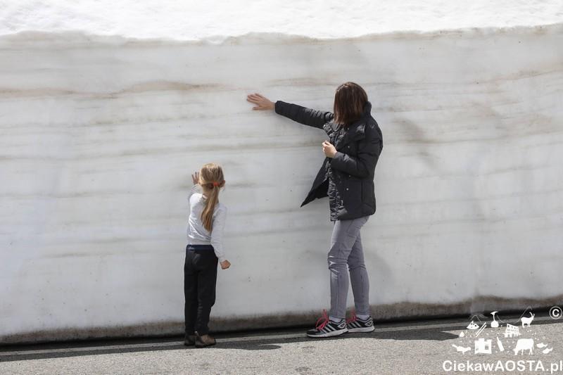 W drodze na przełęcz. Widzicie te ściany śniegu :-D ?