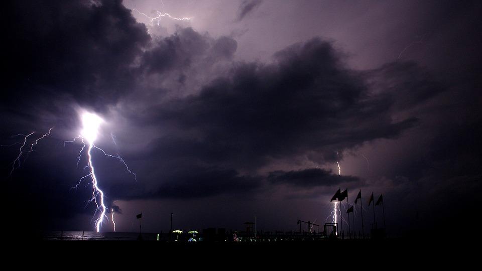 Pioruny i burza...