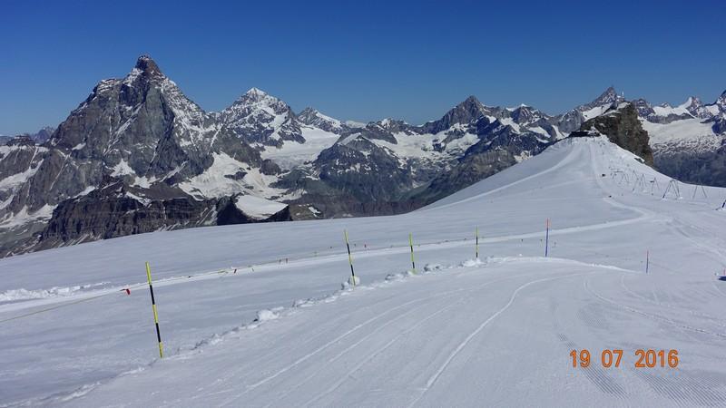 Letnie trasy narciarskie w Cervinii.