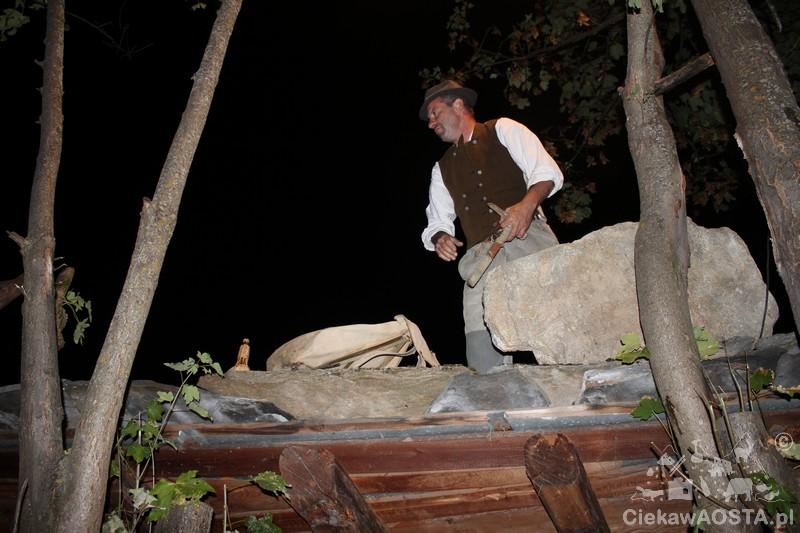 Kamieniarz, który obrabia kamień na typowe kamienne dachówki, którymi były przykryte wszystkie dachy w miejscowości. Nazywano go Lozista od nazwy dachówki loza.