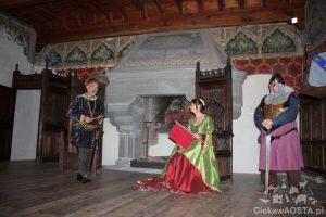 Zamek w Introd i inscenizacja życia kilka wieków temu.