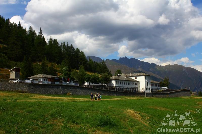 Zabudowania w Arpy, które do połowy lat 60 XX wieku były częścią kopalni węgla.