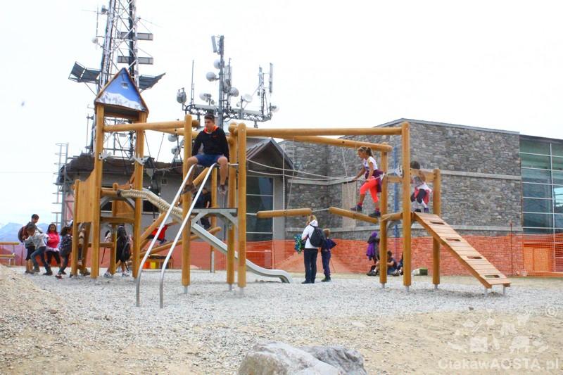 Plac zabaw na stacji Pavillon. Dzieci nie chą wracać do doliny!