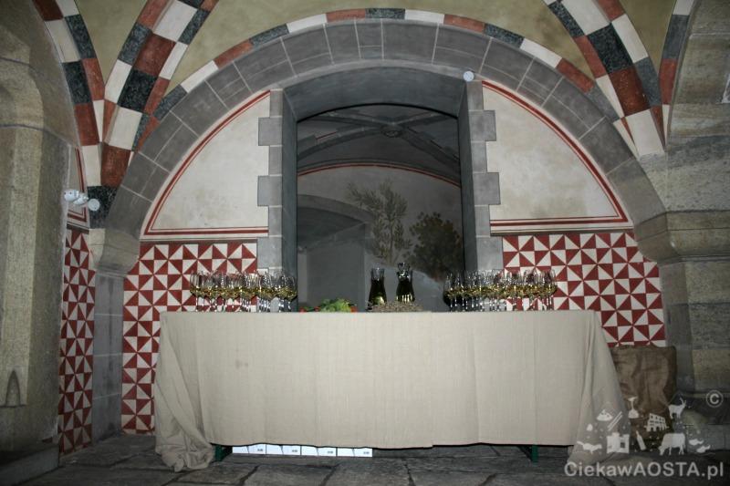 Degustacja lokalnych przysmaków i wina na zamku.