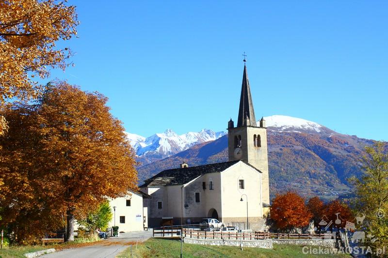 Kościół w Saint-Nicolas, a tuż obok cmentarz z pomnikiem Jean-Baptise Cerlogne. Całość warta uwagi i zatrzymania się na dłuższą chwilę.